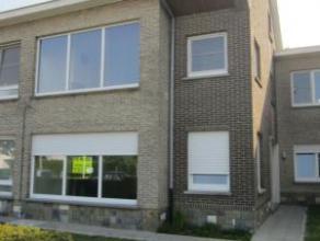 Gelijkvloers appartement Recent gerenoveerd (nieuwe ramen, nieuwe keuken, nieuwe vloerbekleding, ..) Ingedeeld als volgt: