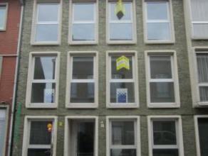 Prachtig nieuwbouwappartement op de tweede verdieping Gelegen tussen het station en de Grote Markt Indeling: inkomhal, toilet apart, woonkamer met mez