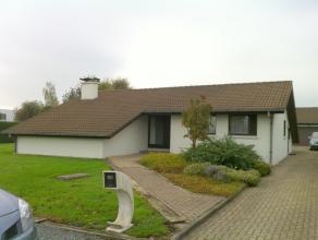 Meerbeke - Mooi onderhouden villa open bebouwing type bungalow met 3 slaapkamers, garage en Z-Westelijketuin op 13 are 12. Hout dubbele beglazing. Pra
