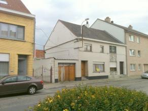 Heel ruime (259m²) en grondig te renoveren woning met aanhorigheden (mogelijk klein atelier/depot/garages en studio/woonst) op 5a19 - Tuin zuid -