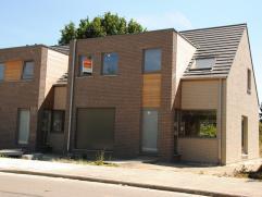 In dit centraal gelegen woonproject in Lede zijn nog 2 ruime woningen te koop. Deze buurt ligt dichtbij het station, je kan dus genieten van een ideal