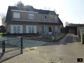 Zeer rustig gelegen half open bebouwing in de Bloemetjeswijk te Lovendegem. Deze woning bestaat uit een ruime inkom met vestiairekast, living en eetpl