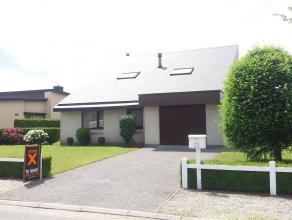 Deze perfect onderhouden instapklare woning is rustig en gunstig gelegen met een goede verbinding naar Gent of Eeklo. Deze woning bestaat uit: inkomha