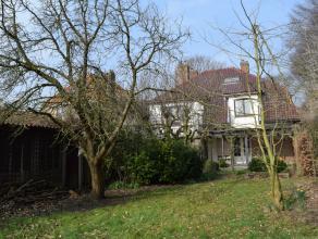 EEN KLASSE APART  STIJLVOLLE VILLA met garage en omliggende tuin op 1820m² grondoppervlakte. Het geheel biedt een waaier aan mogelijkheden : ruim
