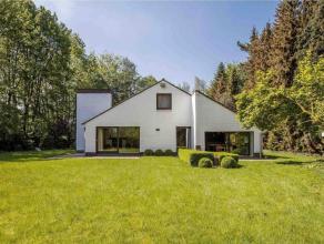 Unieke villa gelegen in alle rust Deze prachtige villa, volledig door groen omgeven op een perceel van 7.769 m², staat garant voor privacy en rus
