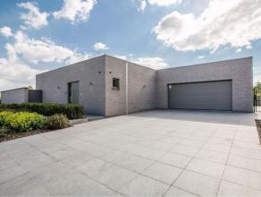 Energiezuinige strakke villa met praktijkmogelijkheden Deze landelijk gelegen nieuwbouw villa voorzien van alle moderne comfort bevindt zich op een zu