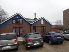 Steenakker 250 - Gent Gezellige woning nabij UZ en park. Keukrn, leefruimte, 2 slaapkamers, badkamer en ruime koer.Algemene kosten: 150 euro/maand (in