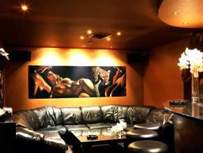 Exclusieve Men's Club   Hier vindt u een prestigieuze ontmoetingsclub waar discretie en ambiance perfect samen gaan. Deze club wordt al 22 jaar uitg