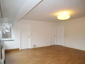 Aux portes de Heusy et à proximité de l'hôpital, appartement au 3e étage de la résidence VENDOME composé de :