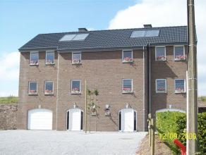 Quatre nouvelles maisons bel-étage semi-jointive bénéficiant d'un espace de vie spacieux, hall, garage, cave, living, superbe cui