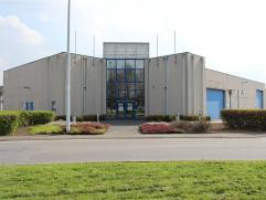 Dans le Zoning Industriel d'Eupen, beau hall industriel de 1275 m² sur 2 niveaux. Il se compose de, au rez-de-chaussée, un hall d'acceuil