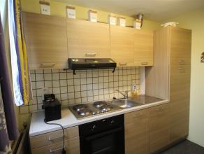 VERVIERS, petit appartement composé de : un hall, un séjour, une cuisine équipée, une chambre à coucher, une salle