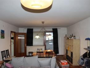 Dans une résidence appartement se composant de : hall, séjour, cuisine semi-équipée, 2 chambres à coucher, salle de