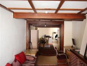 Dans le centre ville, appartement situé au 2e étage composé d'un salon, salle à manger, cuisine semi-équipée