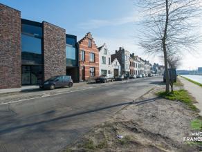 Op toplocatie in Brugge treffen we deze op en top afgewerktehandelszaak.Het eigendomis gebouwd in 2012 enis gelegen op de verb