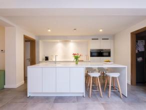 In hartje Beernem huisvest deze mooie gerenoveerde (2011) gezinswoning. Het eigendom is gelegen op een grondoppervlak van 561m² en geniet van een