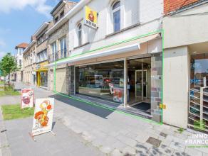 Op uiterst centrale ligging tref je dit uitstekend gelegenhandelspand ( bakkerij + appartement ) aan, op de centrale toegangsweg tussen Nieuwpoo
