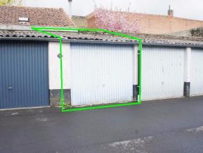 Garagebox gelegen in de Brugse binnenstad op toplocatie! Onmiddelijk vrij!Afmetingen L 4,49 m x B 2,66 m