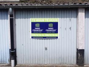 Garagebox gelegen in de Brugse binnenstad op toplocatie! Vrij vanaf 1 augustus!Afmetingen L 4,49 m x B 2,66 m