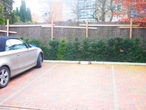 Autostaanplaats te huur te Kristus Koning50EURO /maandAfmetingen: 2,5m breed op 4,9m diep