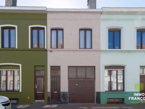 Deze rijwoning met garage is gelegen in het centrum van Oostende, toch vrij rustig in een éénrichtingsstraat. De woning is volledig inst