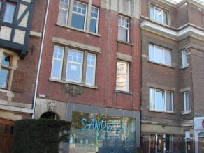 Charmant appartement van circa 90 m² met 2 slaapkamers.  Het appartement beschikt over een inkomhal.  Leefruimte met veel lichtinval. Badkamer me