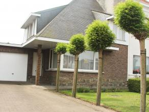 Charmante gezinswoning met 3 slaapkamers met aangelegde zuid-gerichte tuin.  De woning beschikt op de gelijkvloerse verdieping over een inkomhal met g