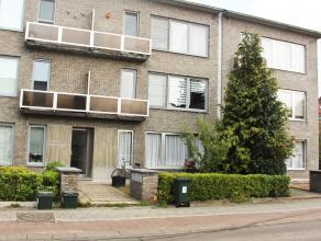 Mooi gerenoveerd appartement met zicht op kanaal !  Het appartement beschikt over een leefruimte op massief houten parketvloer.  Modern ingerichte keu