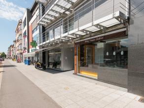 0483/675.558 Dit handelspand is gelegen op een toplocatie op de Bredabaan, in de nabijheid van een supermarkt, scholen en druk bezochte winkels. Het p