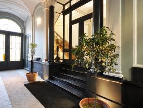 Prachtige kantoren in perfecte staat met klasse uitstraling en respect voor de authenticiteit van het gebouw en zijn geschiedenis. Er zijn 2 verdiepin