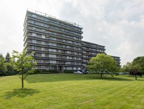 """Instapklaar appartement in domein """"De Schinde"""", gelegen op de 2e verdieping. Het appartement beschikt over een ruime leefruimte met veel lichtinval v"""