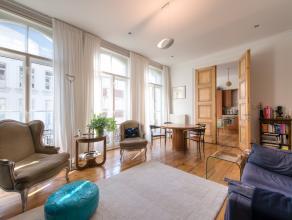 Deze prestigieuze woning, op toplocatie in centrum Antwerpen, werd in 2009 volledig gerenoveerd (inclusief alle technieken en ramen) naar hedendaagse