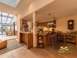 Het betreft de verkoop van een NV met daarin vervat een mooie woonst (270 m² bewoonbaar) en 3 autostaanplaatsen (+90000€), dus 685.000€(kosten in