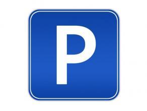 Lot van 33 garageplaatsen in ondergrondse parking met automatische toegangspoort.   Uitstekend nettorendement! Voor meer info bel 0497/42.44.59 of