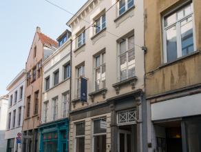 Authentiek en karaktervol handelspand met woonst (303 M² bewoonbaar – Privatief terras van 25 M² – Kelder 75 M² - Uitbreidingszolder va