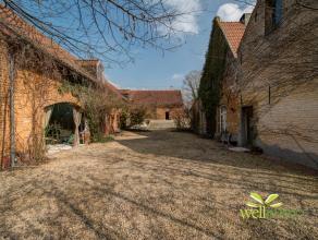 """Deze unieke historische eigendom is gelegen op een 1,5 hectare groot groen domein """"De Campomolen"""" met een private vijver te Asbeek in een van die zach"""