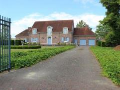 Klassiek landhuis met een unieke charme geschikt voor divers gebruik. Uitzonderlijk representatief eigendom op een schitterend ruim en volwassen perce