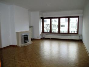 BASILIQUE -Magnifique appartement complètement rénové de +/- 95 m² avec terrasse situé au 9e étage dans un imm