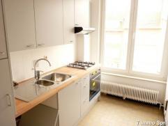 Très agréable appartement de +/- 90 m² situé à proximité directe de la Tour Japonaise, des transports en commu