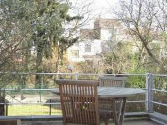 Pas loin du parc Wolvendael, belle maison en bon état. Superficie totale de Â215m² comprenant : hall d'entrée, salon, salle &