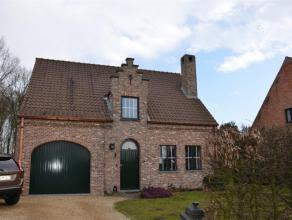 LOKEREN rand: open bebouwing met garage en mooie tuin - Ind.: inkom, ruime living, (eet)keuken, berging voor WM en DK, 3 à 4 slk, badkamer en i