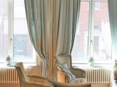 Belle maison de +/- 250 m² habitable se composant comme suit: au rez-de-chaussée: hall d'entrée (+/- 15 m²), salon (+/- 20 m&s