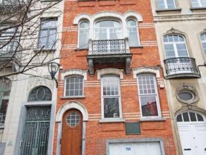 Située près des Institutions Européennes, une belle maison rénovée avec jardin, d'une superficie de +/- 250 m²