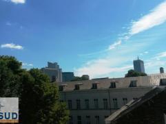 Place sainte Catherine & Quai du bois à Brûler. Immeuble de rapport avec 4 appartements complètement rénové en 2