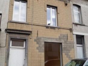 Superficies approximatives des pièces en m²:Sous-sol:Cave: 23Rez-de-chaussée:Salon: 24Salle à manger: 14,5Cuisine: 15Buander