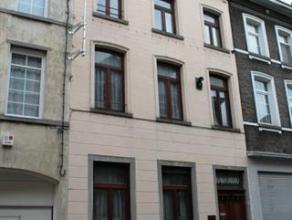 Au cur de Braine-le-Comte, à proximité pédestre de la gare et des commerces locaux, cette charmante maison de 265m² habitabl
