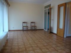 Dimensions approximatives des pièces en m²:Hall: 2,5Wc: 1,5Pièce de vie: 30Sdb: 4Cuisine: 3,5Terrasse: 7Cave: 8