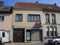 Ruime woning (mgl. woonoppervlakte rond 300m²) met magazijn (+/- 370m²) te koop in hartje Sint-Niklaas - Mercatorstraat 206.  De woning heef