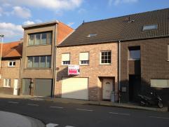 Deze kwalitatief afgewerkte, recente woning (BJ: 2011) is gelegen in het centrum van Beveren! De voornaamste troeven van deze woning zijn: de ruimte