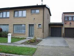 Halfopen bebouwing in rustige woonwijk nabij Gaverland op 308m².  Deze woning heeft volgende indeling op het gelijkvloers: ruime inkomhal met wc,